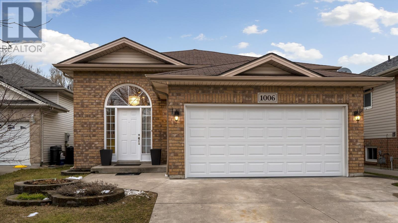 1006 Treverton Cres, Windsor Home For Sale!